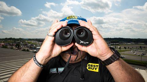 Single-lens reflex camera, Finger, Photographer, Lens, Digital camera, Wrist, Hand, Point-and-shoot camera, Photograph, Mirrorless interchangeable-lens camera,