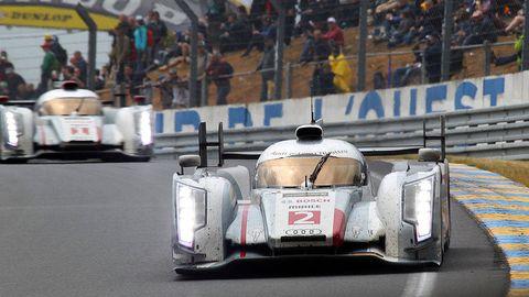 Mode of transport, Automotive design, Vehicle, Sport venue, Motorsport, Automotive tire, Car, Race track, Racing, Race car,
