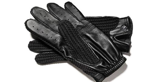 Finger, Personal protective equipment, Safety glove, Black, Thumb, Glove, Sports gear, Nail, Gesture, Silver,