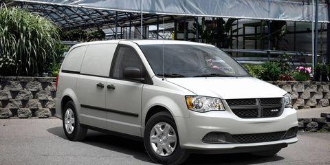 Motor vehicle, Tire, Wheel, Automotive mirror, Daytime, Vehicle, Glass, Land vehicle, Automotive parking light, Automotive lighting,
