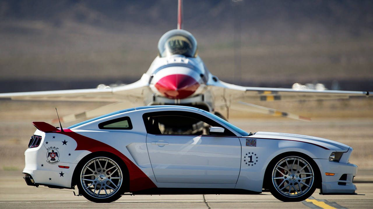 Ford unveils USAF Thunderbirds Edition Mustang for charity