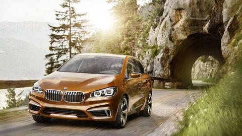 Tire, Mode of transport, Vehicle, Automotive design, Automotive lighting, Automotive mirror, Rim, Headlamp, Hood, Spoke,