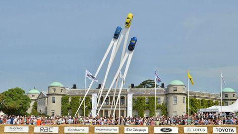 Crowd, Landmark, Tourism, Aerospace engineering, Public event, Dome, Air travel, Tourist attraction, Pole, Aircraft,