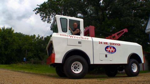 Motor vehicle, Mode of transport, Vehicle, Transport, Automotive tire, Fender, Plain, Logo, Truck, Rim,