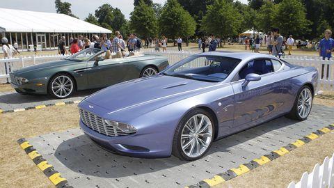 Clothing, Tire, Wheel, Mode of transport, Automotive design, Vehicle, Land vehicle, Rim, Spoke, Car,