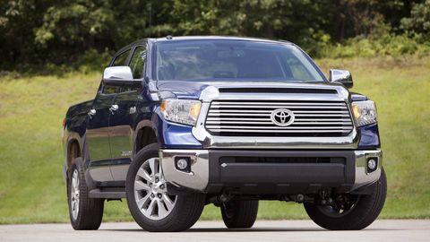 Motor vehicle, Tire, Automotive tire, Automotive design, Daytime, Vehicle, Land vehicle, Hood, Automotive exterior, Grille,