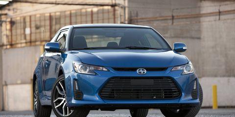 Motor vehicle, Tire, Wheel, Automotive design, Blue, Mode of transport, Daytime, Vehicle, Land vehicle, Headlamp,