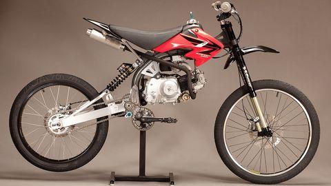 Motorcycle, Tire, Wheel, Transport, Automotive tire, Rim, Spoke, Motorsport, Fender, Tread,