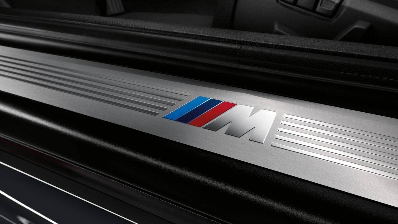 BMW teases the M4 the right way with growling engine noises