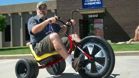 Tire, Wheel, Automotive tire, Goggles, Shoe, Hat, Cap, Rim, Sunglasses, Fender,