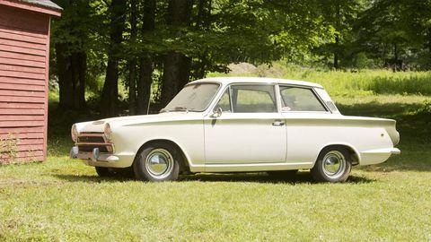 Tire, Wheel, Vehicle, Land vehicle, Classic car, Car, Automotive parking light, Classic, Rim, Fender,