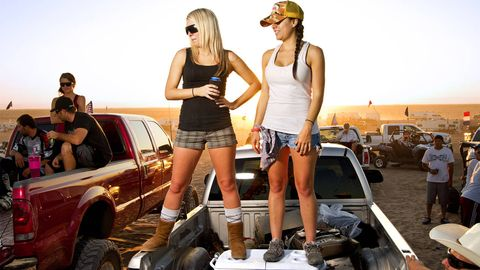 Leg, Cap, Fender, Shorts, Vehicle door, Hood, Thigh, Bumper, Grille, jean short,