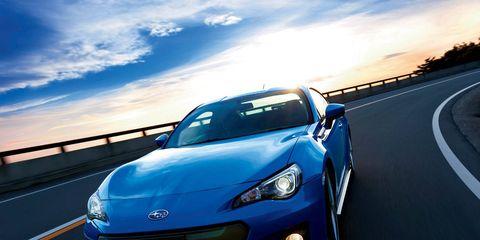 Automotive design, Mode of transport, Daytime, Automotive lighting, Headlamp, Hood, Road, Transport, Automotive exterior, Car,