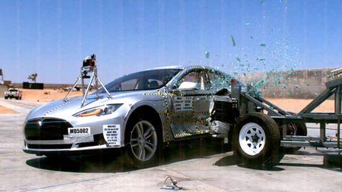 Tire, Wheel, Motor vehicle, Automotive design, Automotive tire, Product, Vehicle, Land vehicle, Automotive wheel system, Transport,