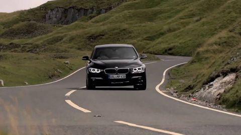 Motor vehicle, Road, Automotive design, Mode of transport, Automotive mirror, Infrastructure, Grille, Headlamp, Asphalt, Road surface,