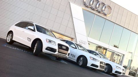 Tire, Wheel, Automotive design, Vehicle, Alloy wheel, Land vehicle, Automotive tire, Automotive parking light, Rim, Car,
