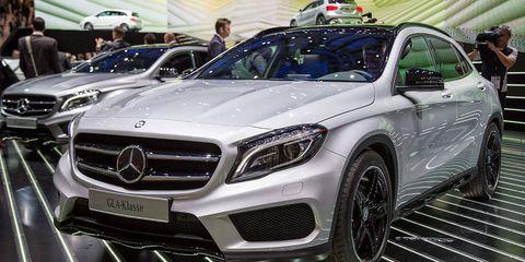 Mode of transport, Automotive design, Vehicle, Land vehicle, Grille, Mercedes-benz, Car, Personal luxury car, Automotive exterior, Luxury vehicle,