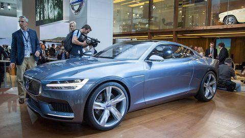 Tire, Wheel, Automotive design, Vehicle, Alloy wheel, Land vehicle, Automotive wheel system, Grille, Car, Rim,