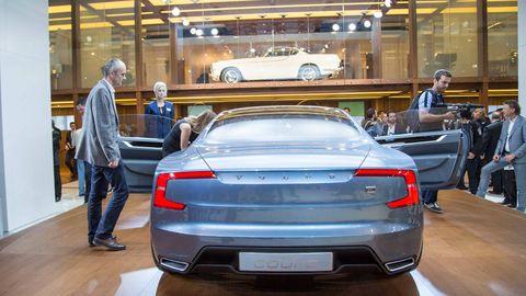 Automotive design, Vehicle, Vehicle registration plate, Land vehicle, Car, Personal luxury car, Automotive lighting, Performance car, Luxury vehicle, Automotive exterior,