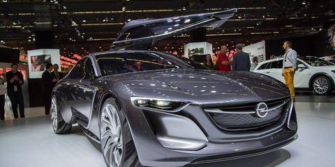 Automotive design, Vehicle, Event, Land vehicle, Car, Personal luxury car, Auto show, Exhibition, Grille, Luxury vehicle,