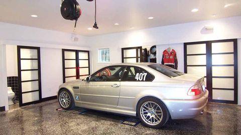 Tire, Wheel, Automotive design, Vehicle, Lighting, Alloy wheel, Window, Automotive exterior, Rim, Automotive parking light,