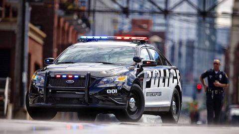 Motor vehicle, Wheel, Vehicle, Land vehicle, Emergency vehicle, Car, Emergency service, Automotive lighting, Police, Police car,