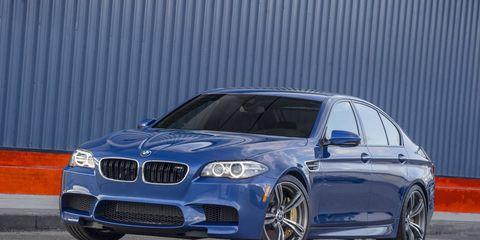 Tire, Automotive design, Vehicle, Automotive tire, Alloy wheel, Rim, Hood, Automotive lighting, Car, Spoke,