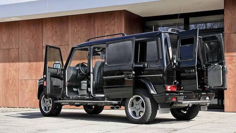 Tire, Wheel, Motor vehicle, Mode of transport, Automotive tire, Automotive design, Vehicle, Transport, Automotive exterior, Automotive parking light,