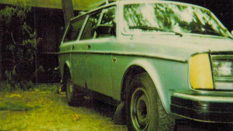 Motor vehicle, Wheel, Vehicle, Land vehicle, Photograph, Car, Classic car, Vehicle door, Automotive exterior, Fender,