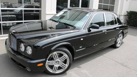 Tire, Wheel, Vehicle, Automotive tire, Automotive design, Land vehicle, Window, Rim, Alloy wheel, Automotive lighting,