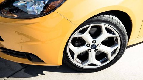 Tire, Wheel, Automotive design, Automotive tire, Alloy wheel, Automotive wheel system, Yellow, Vehicle, Rim, Automotive lighting,