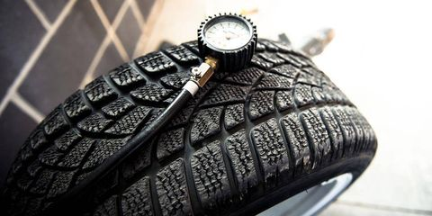 Automotive tire, Tread, Synthetic rubber, Watch, Black, Grey, Metal, Carbon, Analog watch, Silver,