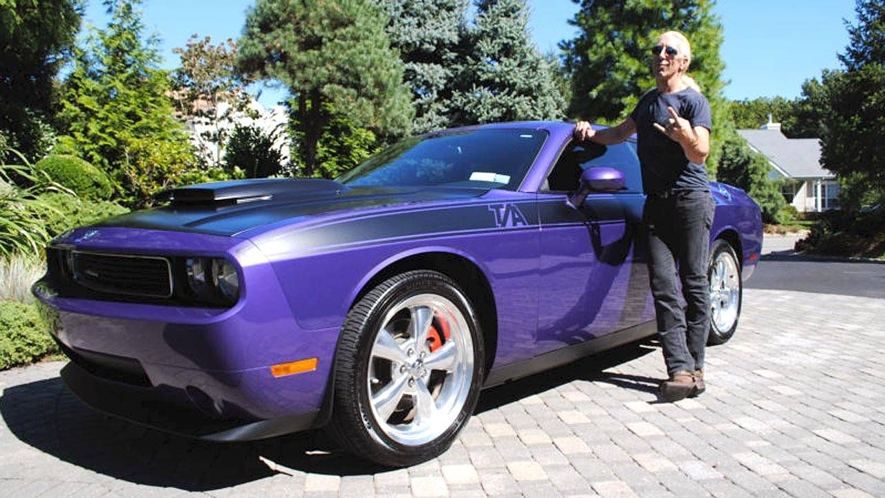 Use a little ESP to live like a rockstar with this Dodge Challenger