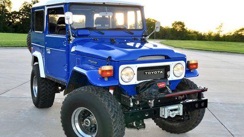 Tire, Wheel, Motor vehicle, Automotive tire, Mode of transport, Blue, Automotive design, Automotive exterior, Vehicle, Land vehicle,