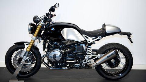 Motorcycle, Motor vehicle, Wheel, Fuel tank, Automotive design, Automotive tire, Land vehicle, Transport, Rim, Automotive lighting,