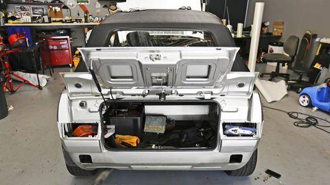 Automotive design, Automotive exterior, Trunk, Bumper, Machine, Personal luxury car, Luxury vehicle, Automotive light bulb, Engineering, Automotive tail & brake light,