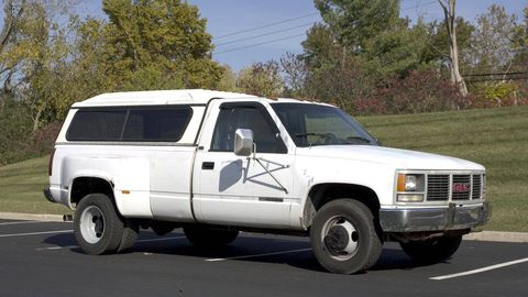 Tire, Motor vehicle, Wheel, Automotive tire, Mode of transport, Vehicle, Window, Automotive parking light, Land vehicle, Transport,