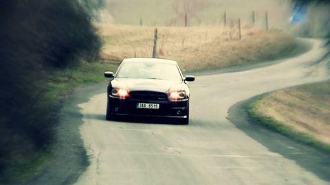 Motor vehicle, Road, Automotive design, Mode of transport, Automotive mirror, Vehicle, Road surface, Infrastructure, Automotive lighting, Automotive parking light,