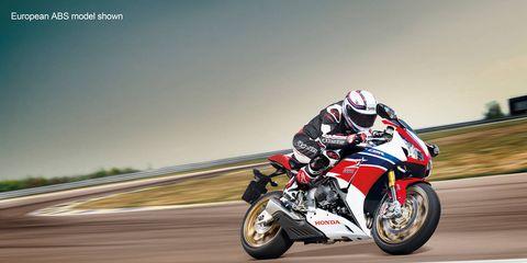Motorcycle, Motorcycling, Automotive design, Motorcycle racing, Shoe, Motorsport, Sports gear, Automotive tire, Motorcycle racer, Helmet,