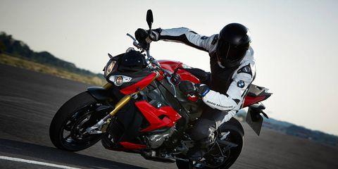 Motorcycle, Tire, Wheel, Automotive design, Motorcycle racing, Automotive lighting, Automotive tire, Fender, Motorsport, Motorcycle fairing,