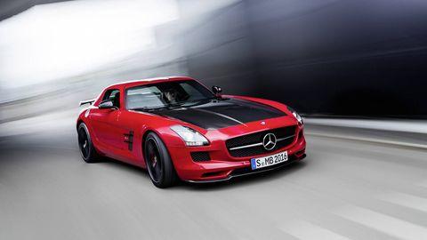 Tire, Automotive design, Mode of transport, Vehicle, Hood, Automotive lighting, Performance car, Automotive mirror, Car, Alloy wheel,