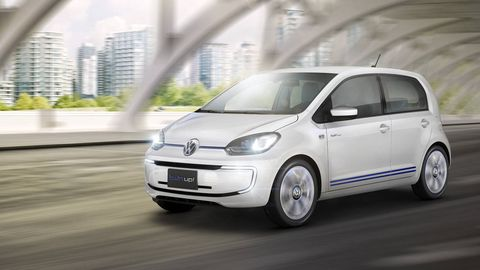 Tire, Motor vehicle, Wheel, Automotive mirror, Automotive design, Vehicle, Transport, Land vehicle, Alloy wheel, Rim,