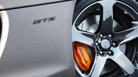 Mode of transport, Automotive design, Alloy wheel, Rim, Automotive wheel system, Spoke, Automotive exterior, Auto part, Hubcap, Carbon,