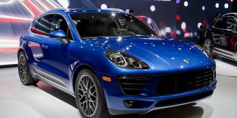 Tire, Motor vehicle, Wheel, Automotive design, Vehicle, Land vehicle, Automotive tire, Car, Rim, Alloy wheel,