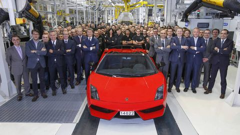 Automotive design, Event, Car, Supercar, Personal luxury car, Sports car, Auto show, Luxury vehicle, Grille, Exhibition,