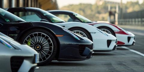 Tire, Wheel, Motor vehicle, Mode of transport, Automotive design, Vehicle, Transport, Rim, Alloy wheel, Automotive wheel system,