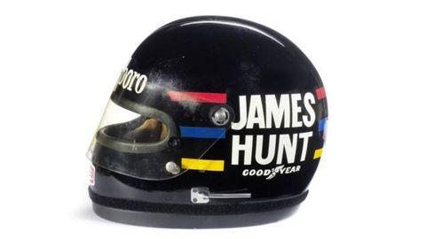 Personal protective equipment, Carmine, Helmet, Circle, Label, Plastic, Office supplies, Motorcycle helmet, Motorcycle accessories,