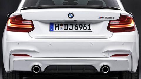 Automotive tail & brake light, Mode of transport, Automotive design, Automotive exterior, Vehicle registration plate, Automotive lighting, Trunk, Car, White, Personal luxury car,