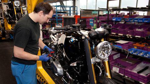 Motor vehicle, Automotive design, Motorcycle, Engine, Motorcycle accessories, Machine, Automotive lighting, Auto part, Engineering, Automotive fuel system,