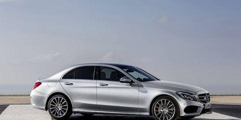 Tire, Wheel, Mode of transport, Automotive design, Alloy wheel, Vehicle, Spoke, Rim, Car, Automotive tire,